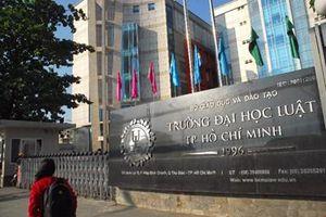 Đại học Luật TP HCM 'nhập nhằng' tuyển sinh, 'mập mờ' thu học phí