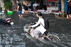 Tìm ra nguyên nhân khiến người dân TP HCM lao đao trong biển nước