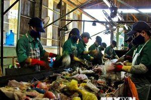 Giải pháp nào để xử lý 25,5 triệu tấn chất thải rắn phát sinh mỗi năm?