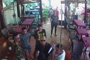 Nhóm côn đồ xông vào đập phá, rút dao dọa giết chủ quán cà phê ở Đồng Nai