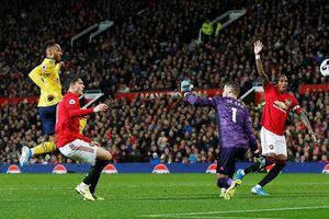 Hàng thủ mắc sai lầm, MU ngậm ngùi chia điểm với Arsenal