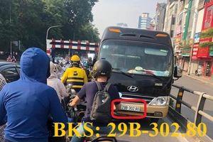 Phạt 2,5 triệu đồng lái xe 30 chỗ ngồi đi ngược chiều trên cầu vượt Thái Hà