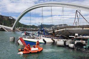 Cầu vòm nổi tiếng ở Đài Loan sập, 10 người nhập viện, 6 người mất tích