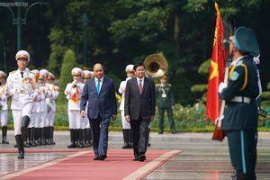 Chùm ảnh: Thủ tướng Nguyễn Xuân Phúc đón, hội đàm với Thủ tướng Lào