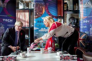 Thủ tướng Anh lao đao vì bê bối ngoại tình với nữ doanh nhân Mỹ