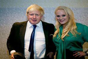 Chân dung 'người tình' xinh đẹp khiến Thủ tướng Anh đau đầu