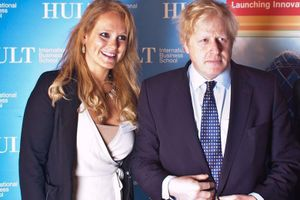 Thủ tướng Anh vướng bê bối ưu ái người tình