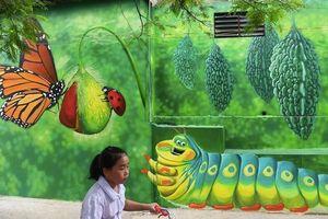 Báo Anh ca ngợi làng bích họa Hà Nội đẹp như cổ tích