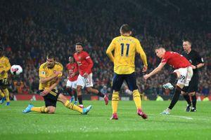 VAR vào cuộc, MU 'đánh rơi' chiến thắng trước Arsenal