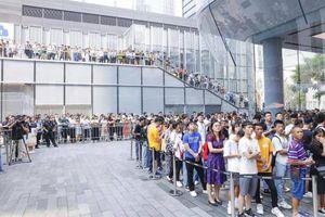 Người Trung Quốc xếp hàng dài đợi mua 'bom tấn' mới nhất của Huawei, iPhone 11 Pro cũng phải thua