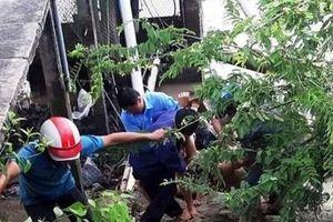 Sửa máy bơm nước bị điện giật, 3 người chết, 2 người bị thương