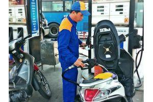 Giá xăng RON95-III tăng gần 1.000 đồng/lít