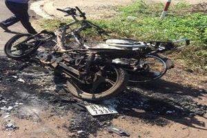 Tạm giữ 2 thanh niên đốt xe máy của nhóm đối thủ