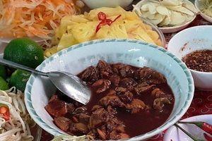 Điều khiến vạn người mê món 'tiết canh sò huyết' có một không hai ở Quảng Bình