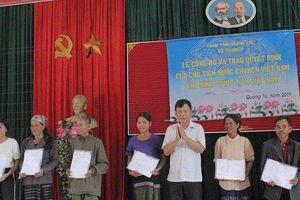 Quảng Trị: Hàng trăm người Lào được nhập quốc tịch Việt Nam