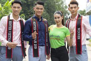 Hoa hậu Hà Kiều Anh khoe nhan sắc trẻ trung bên dàn nam thần