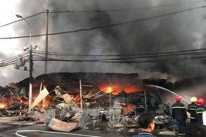 Thanh Hóa: Hàng trăm ki ốt chợ tạm bị thiêu rụi lúc nửa đêm
