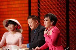 Việt Hương bật khóc trước tình cảm của mẹ đơn thân Hương Giang sinh con trong bếp