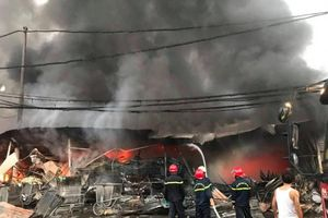 Thanh Hóa: Cháy chợ tạm Còng, hàng trăm ki-ốt bị thiêu rụi