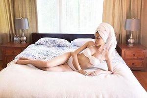Hoa hậu Phạm Hương mặc nội y tạo dáng sexy 'đốt mắt' người xem