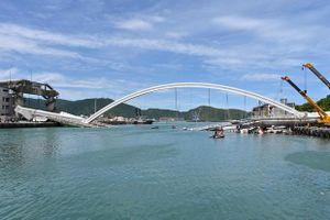 Sập cầu Đài Loan, nhiều người chết
