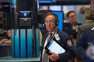 Nỗi lo suy thoái kinh tế trở lại, giới đầu tư ồ ạt bán tháo