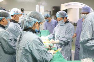 Bệnh viện tuyến tỉnh đầu tiên ứng dụng robot trong phẫu thuật cột sống