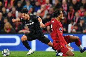 Tiền đạo Hàn Quốc lừa qua Van Dijk, ghi bàn gây sốt