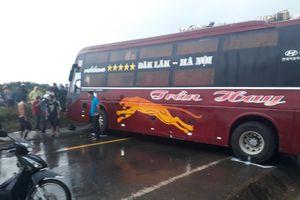 Kon Tum: Hàng chục người hoảng loạn khi 2 xe khách giường nằm va chạm