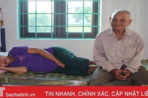 Cám cảnh vợ chồng già ngoài 80 tuổi nuôi 2 con bị tâm thần