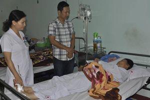 Ban ATGT tỉnh Kon Tum thăm hỏi nạn nhân TNGT giữa 2 xe khách