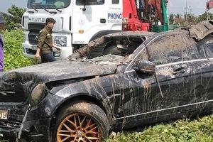 Không có dấu hiệu tội phạm vụ ôtô Mercedes lao xuống kênh khiến 3 người tử vong