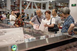 Kinh tế lao đao, người tiêu dùng Trung Quốc nhịn ăn tiêu