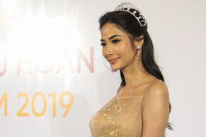 Á hậu Hoàng Thùy nói gì khi em gái trượt top 60 Hoa hậu hoàn vũ