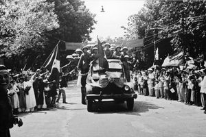 Khoảnh khắc thiêng liêng của lễ chào cờ lịch sử