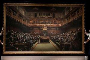 Tranh sơn dầu của Banksy được mua lại với mức giá kỷ lục