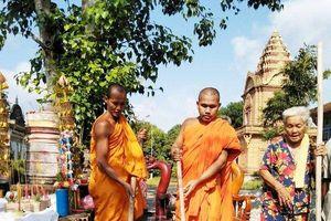Cụ bà 81 tuổi dành dụm tiền chính sách xây tượng Phật đặt trong chùa