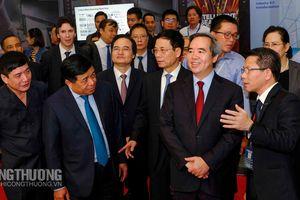 Triển khai Nghị quyết mới, Việt Nam liệu có 'bắt nhịp' được cuộc đua 4.0?