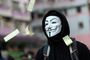 Hong Kong sử dụng luật khẩn cấp, cấm người biểu tình đeo khẩu trang