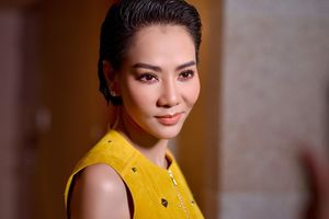 Thu Minh đẹp sắc sảo, diện đầm vàng quyến rũ tại sự kiện