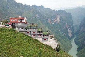 Công trình 7 tầng sừng sững trên đỉnh Mã Pì Lèng: Hà Giang yêu cầu rà soát