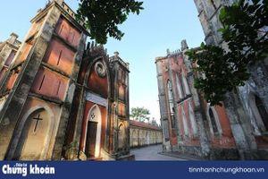 Chiêm ngưỡng vương cung thánh đường đẹp không kém trời Tây ở Việt Nam