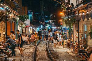 Vừa trở thành địa điểm 'sống ảo' hot nhất 2019 ở Hà Nội, phố đường tàu Phùng Hưng có nguy cơ bị dẹp bỏ không thương tiếc và phản ứng của dân mạng thế nào?