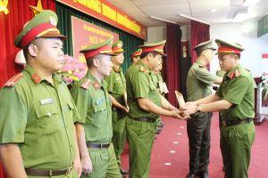 Lãnh đạo Bộ Công an khen Cảnh sát hình sự Hà Nội và Công an quận Bắc Từ Liêm