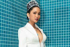 BTC Hoa hậu Hoàn vũ phản hồi tin H'Hen Niê ở quê nghỉ ngơi vì mang bầu