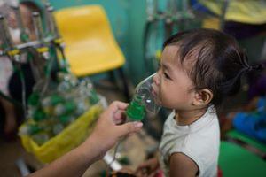 Ô nhiễm không khí kéo dài, nhiều trẻ nhập viện do mắc bệnh hô hấp