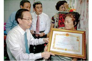 Trao tặng danh hiệu NSƯT cho nghệ sĩ Huỳnh Ngọc
