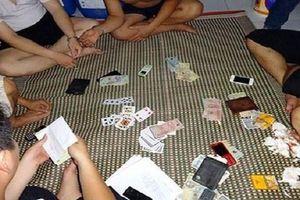 Một thẩm phán ở Bình Phước bị yêu cầu giải trình vì xuất hiện trong clip 'tố' đánh bạc