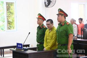 Kẻ giết người, cướp tài sản ngất xỉu khi nghe tòa tuyên án tử