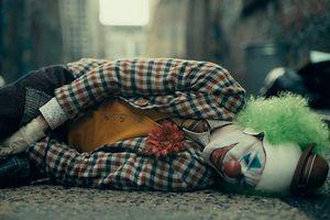'Joker': Cái nhìn về thành phố Gotham tráng lệ qua con mắt của kẻ bị chà đạp tàn bạo dưới đáy xã hội, vừa đáng thương lại vừa đáng trách